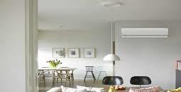 Luft til luft varmepumpe monteret i køkken alrum